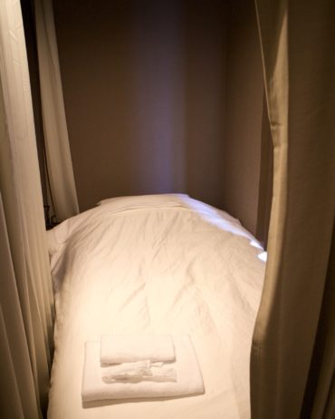 Hotel Uno Ueno bed and curtain