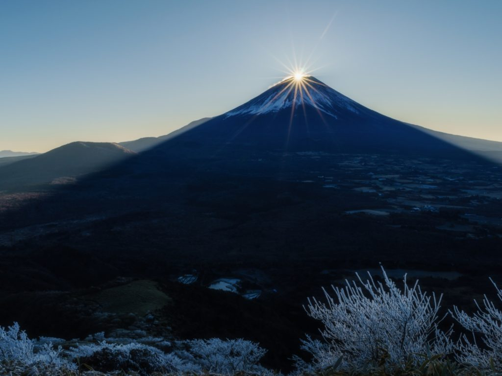https://gaijinpot.scdn3.secure.raxcdn.com/app/uploads/sites/4/2017/12/Mt-Fuji-sunrise-on-New-Years-Day-1024x768.jpg