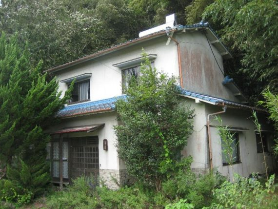 Wanna Live in an Abandoned House in Japan? Here's Why It's
