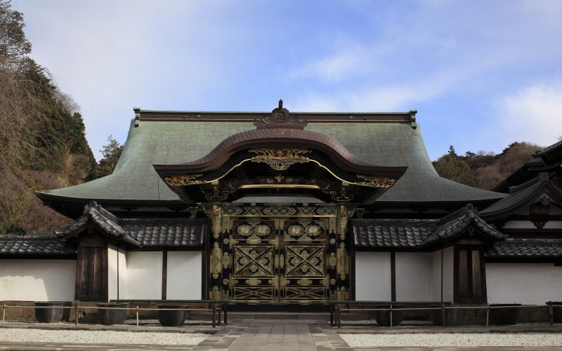 Kencho-ji 24,2012: Kenchoji Temple Kara-Mon is photoed from the front.Repair was completed in May, 2011. The figure at the time of reconstruction was reproduced.
