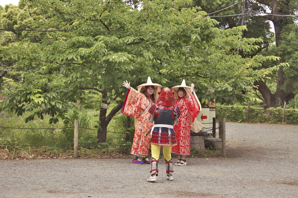 At Odawara Castle Park,everyone can rent a kimono or samurai costume and walk in the park.
