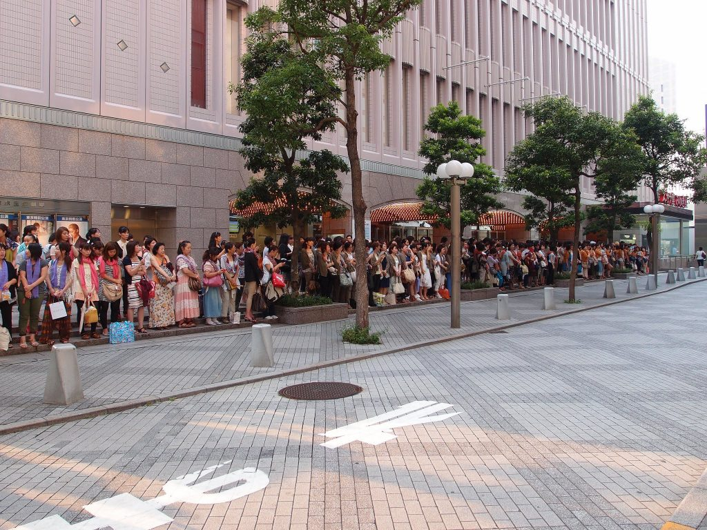 A long queue outside the Takarazuka Theater Tokyo