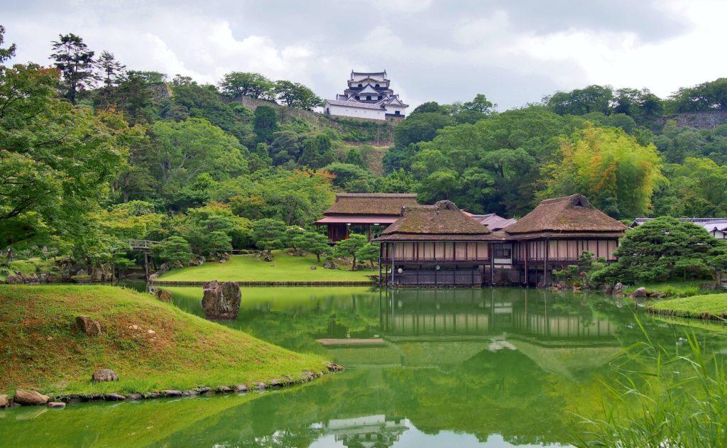 Genkyuen Garden with Hikone castle
