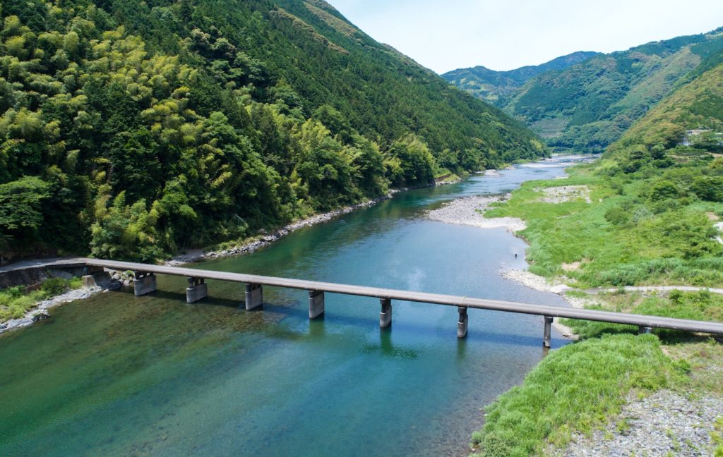 Along the Niyodo River in Kochi Prefecture.
