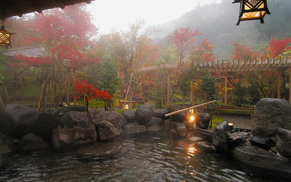 Best of autumn leaves spots in Kysuhu Hizenya Ryokan in Tseutate Onsen