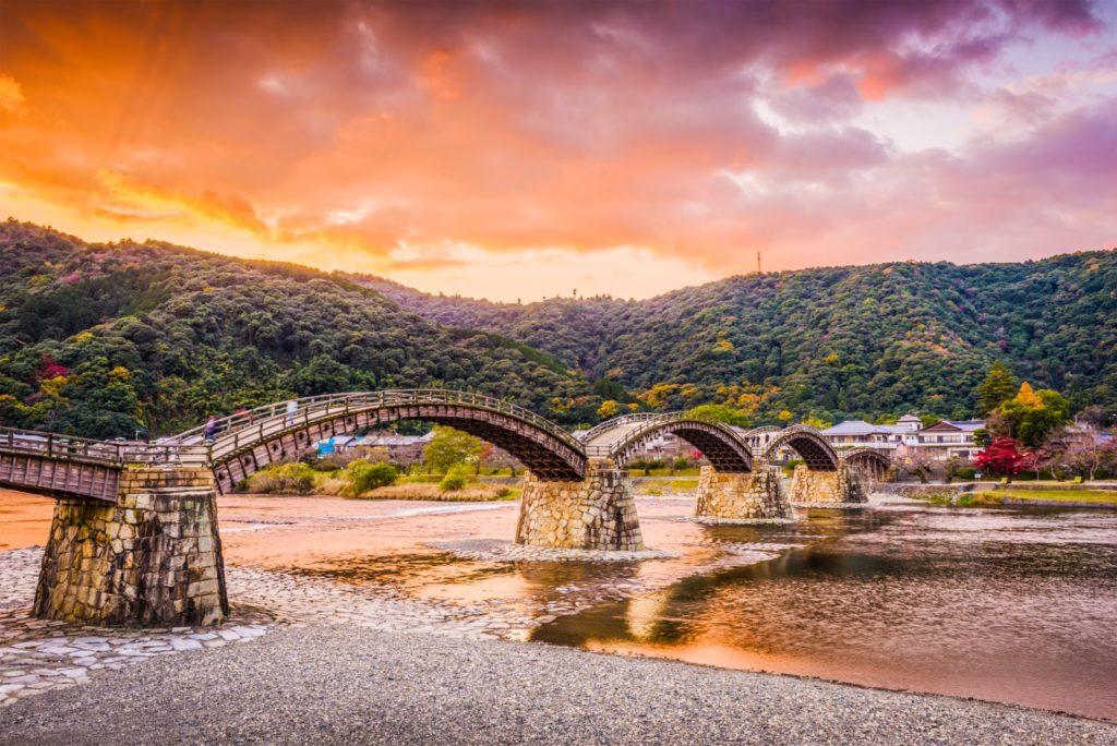 Best spots to see autumn leaves in Chugoku Kikko Park and Kintai Bridge Yamaguchi