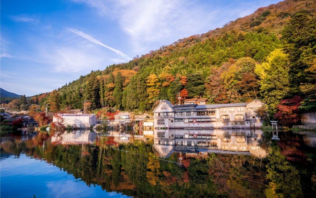 Best spots to see autumn leaves in Kyushu Lake Kinrinko Yufuin