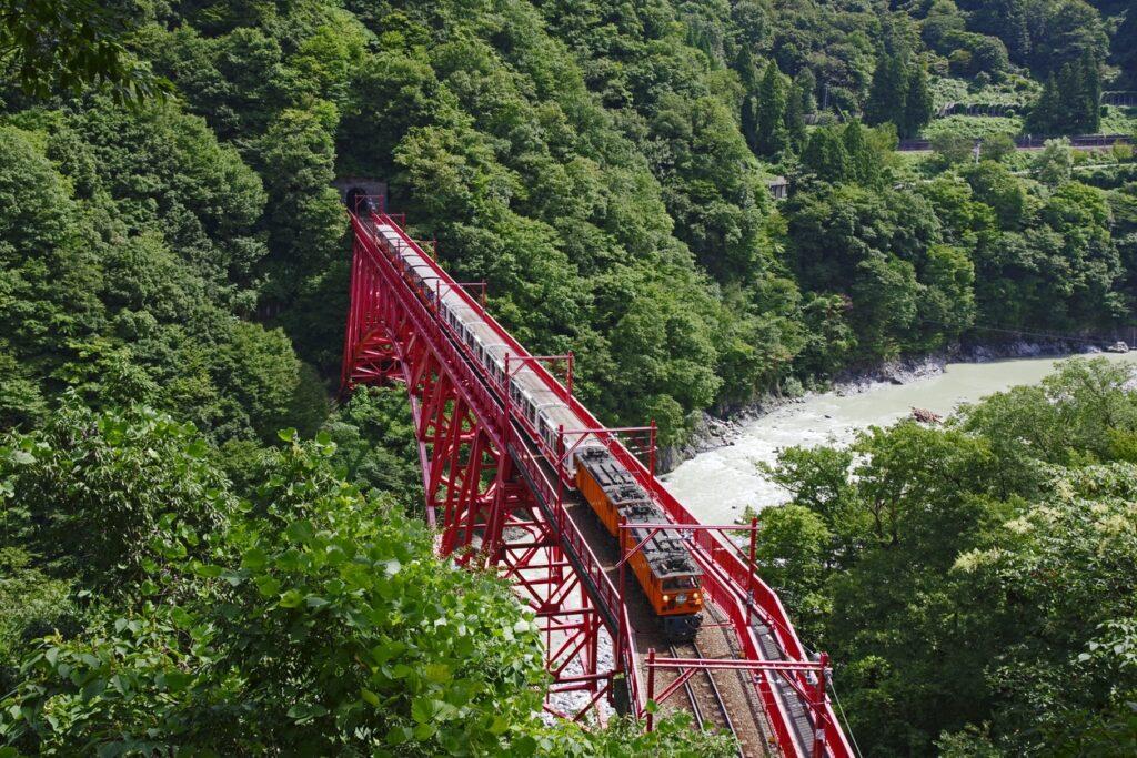 Shin Yamabiko kurobe gorge 2